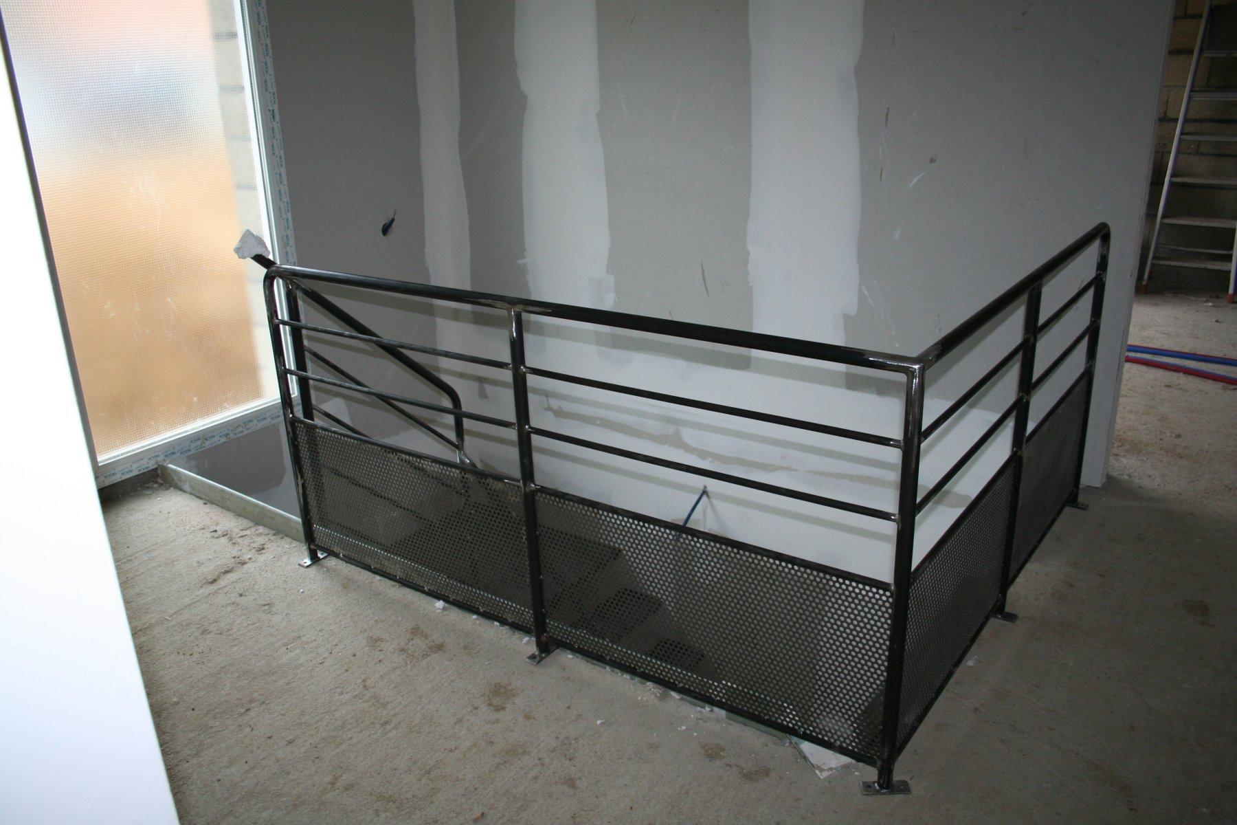 l escalier avec son garde corps at notre maison montherm. Black Bedroom Furniture Sets. Home Design Ideas