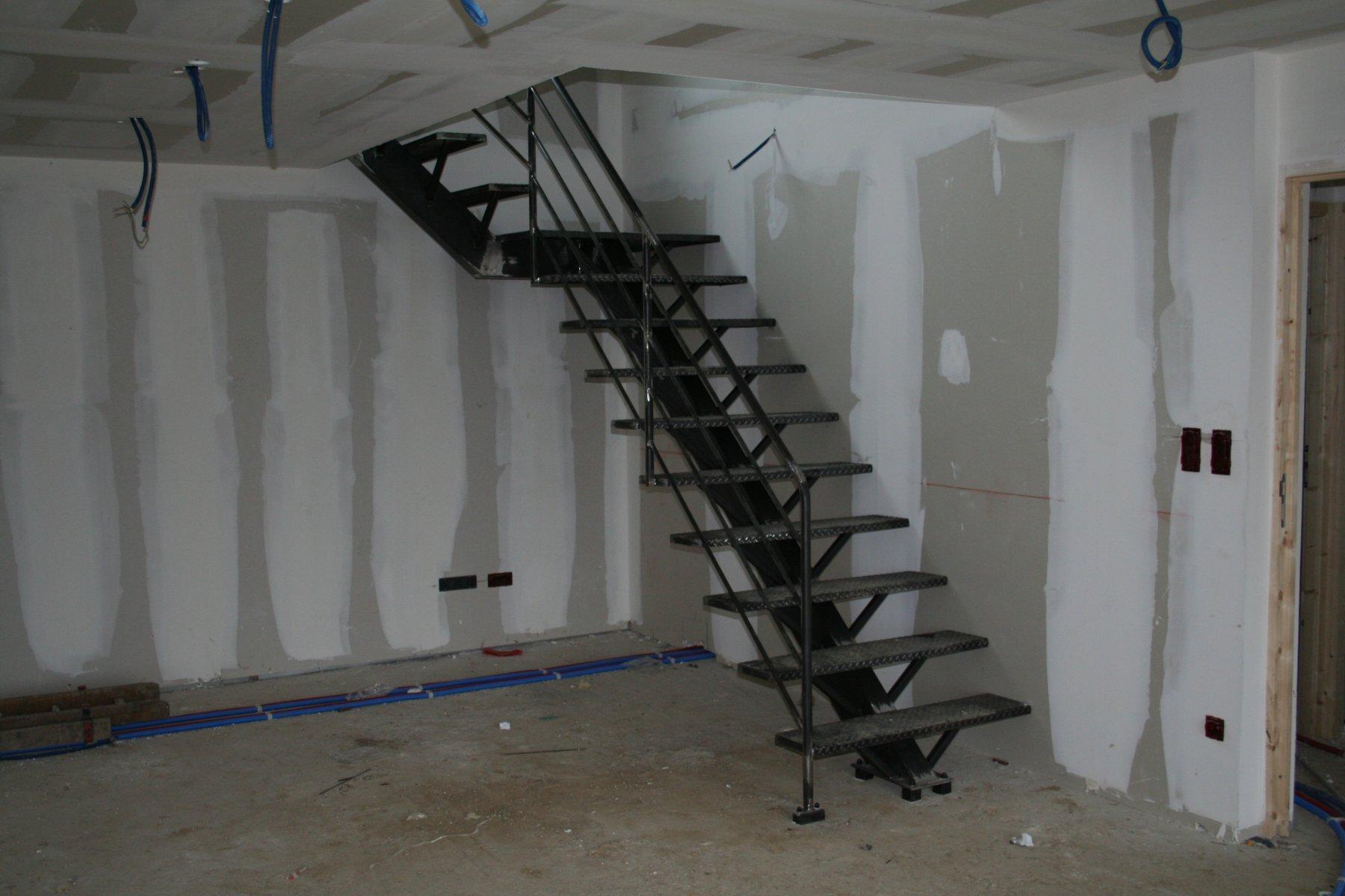 L escalier avec son garde corps at notre maison montherm for Maison de l escalier